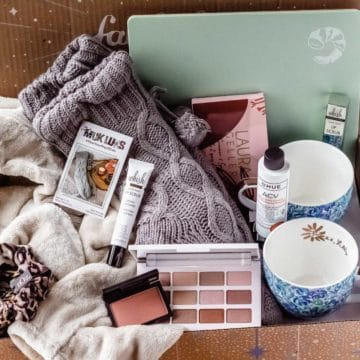 Items from the winter 2020 fabfitfun box displayed inside of the box